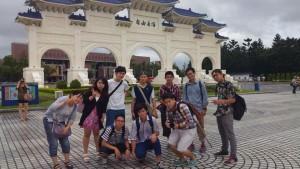 本校卒業生の案内で台北を見学