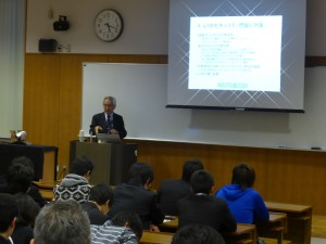 田中学長による講演の様子 (2)