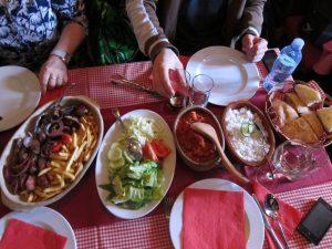 セルビアの肉料理