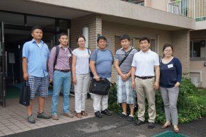 モンゴルからの留学生を交えて記念撮影(右から3人目が留学生)