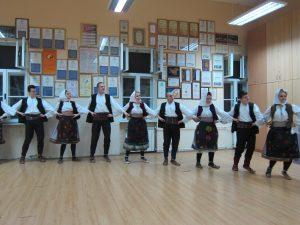 セルビアの民族舞踊コロ