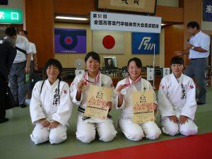 常世田63kg級優勝(4J、中央左)、眞角52kg級準優勝(2D、中央右)