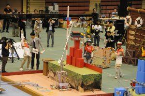 決勝戦前の行われたエキシビジョンマッチで 1.9 mの高さの砦を完成させた「木更津☆ミソロジー」 (Aチーム)